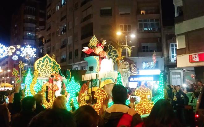 Dimoba participa en las Cabalgatas de los Reyes Magos de Almería, Badajoz y San Sebastián de los Reyes